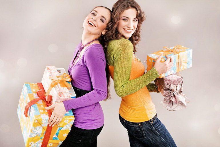 Что можно подарить подруге на день рождения: идеи оригинальных подарков