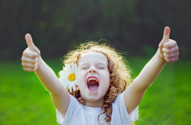 Положительная эмоция у девочки