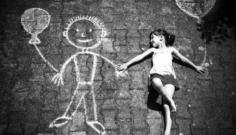 Девочка уходит от реальности