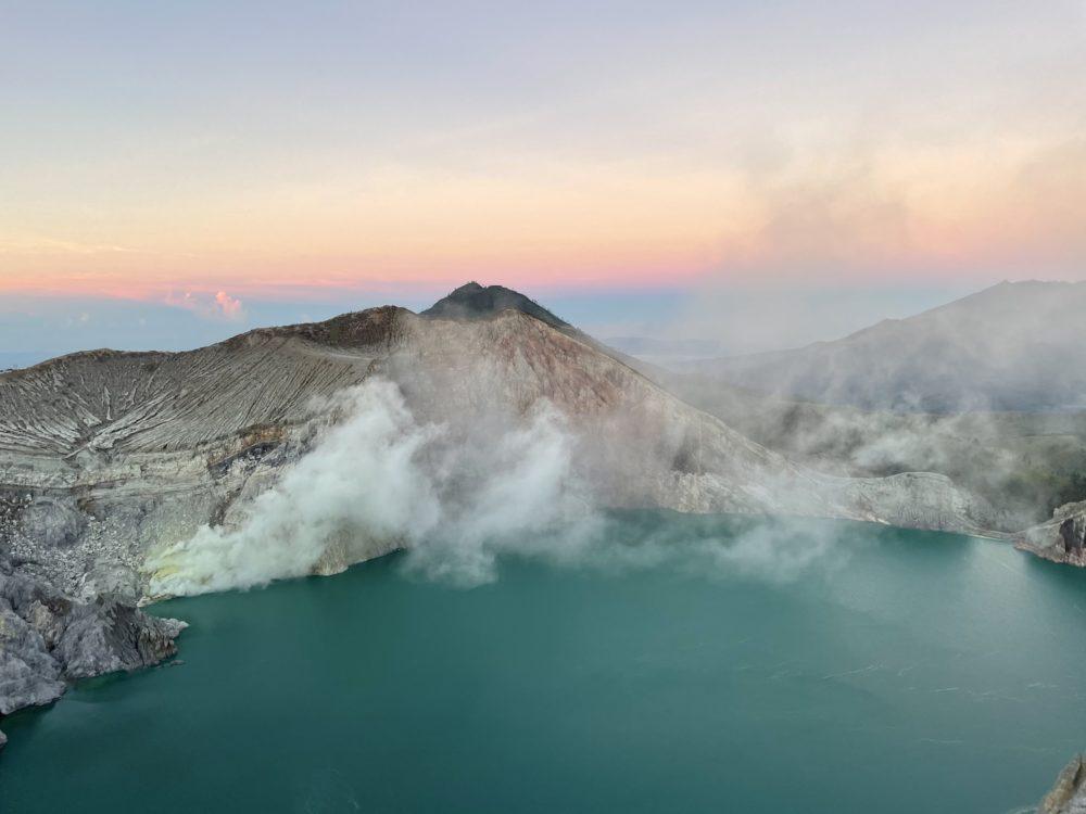 Мой подъем на вулкан Иджен🌋. История, как я попал в одно из самых красивых мест на земле: фото + видео